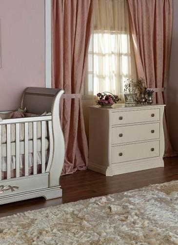 Room setting Venice Crib Romina Furniture 3_1