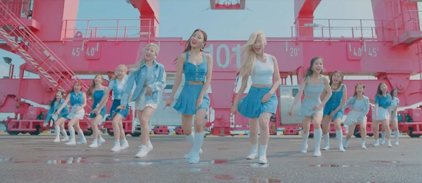 LOONA Gives Incredible 1st Performance Of 'Butterfly'