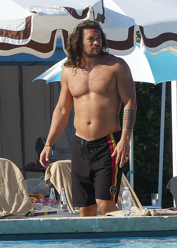 Jason Momoa's Being Trolled Over His 'Dad Bod' & Losing His 'Abs' By Crazy, Crazy Internet People