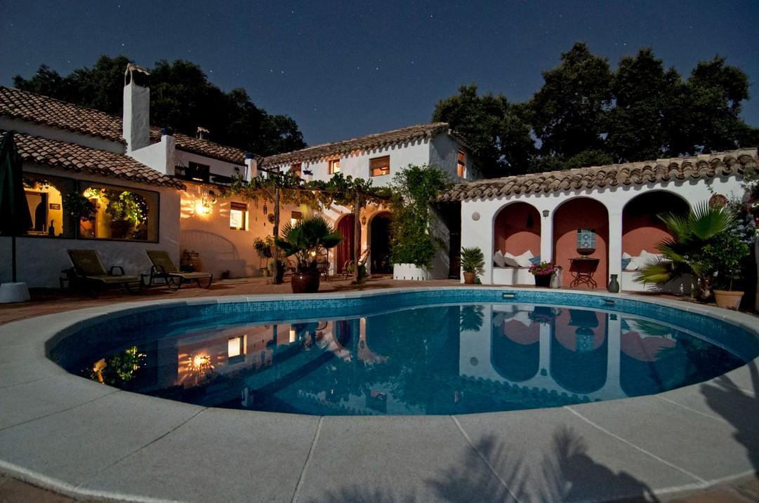 Former NFL Star Reggie Bush Lists Modern Los Angeles Home for Almost $10 Million