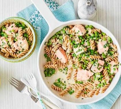 Pasta with salmon & peas