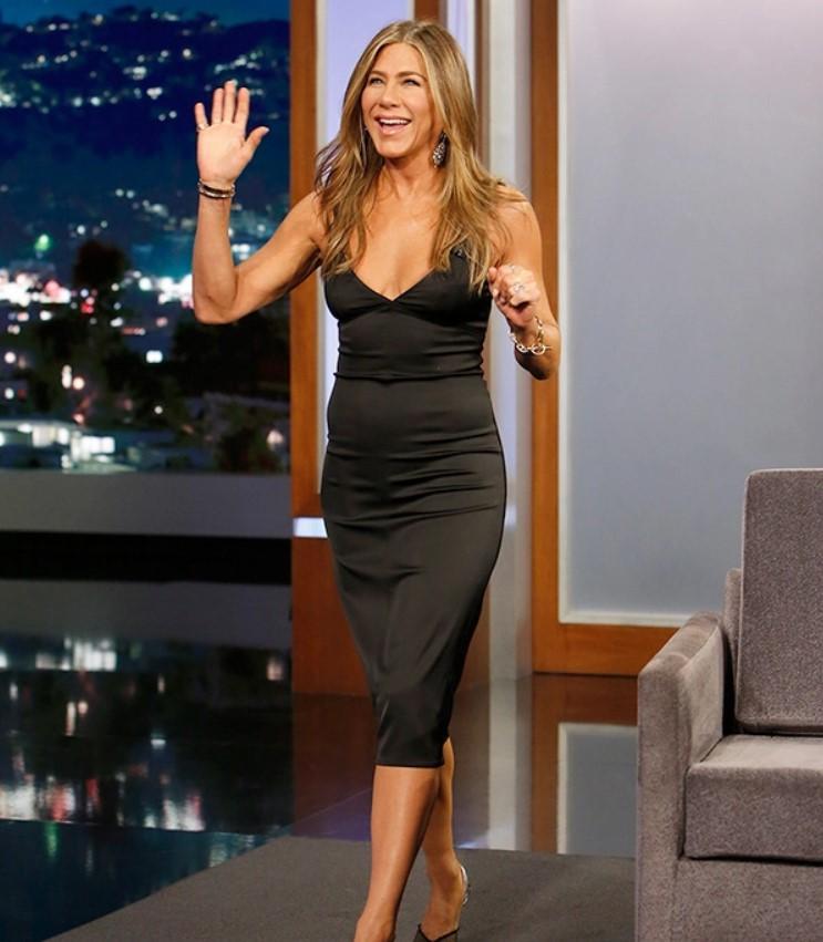 Jennifer Aniston's Skintight Black Gown &6 More Gorgeous Looks On 'The MorningShow' Press Tour