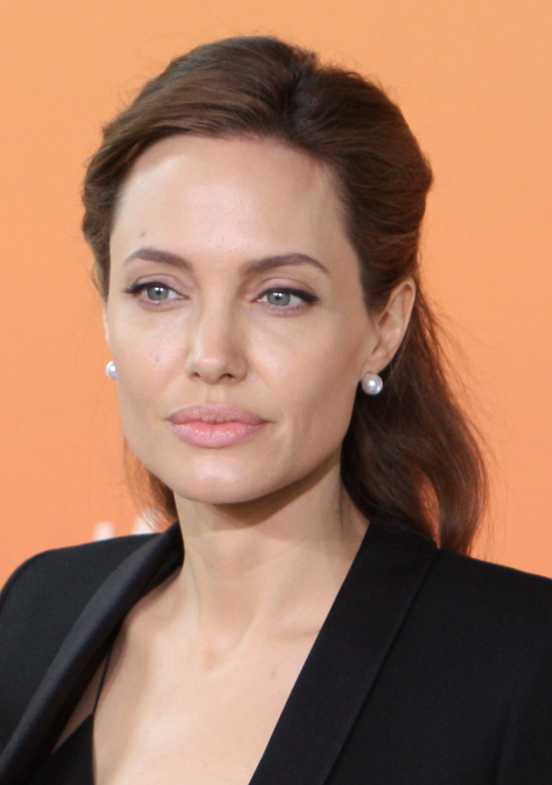 Angelina Jolie's Reaction To Brad Pitt &Jennifer Aniston Reuniting At SAGAwards Revealed