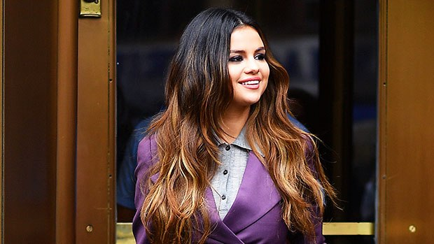 Selena Gomez Goes Makeup-Free & ShowsOff Natural Hair While Signing Copies OfNew Album 'Rare'
