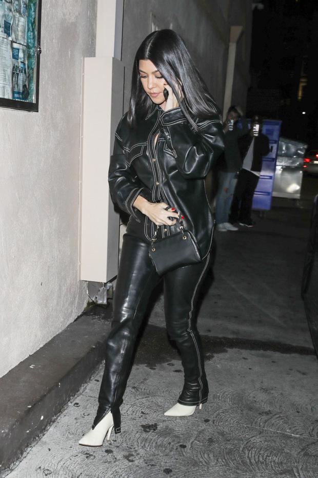 kourtney-khloe-kardashian-leather-outfits-backgrid-embed-1