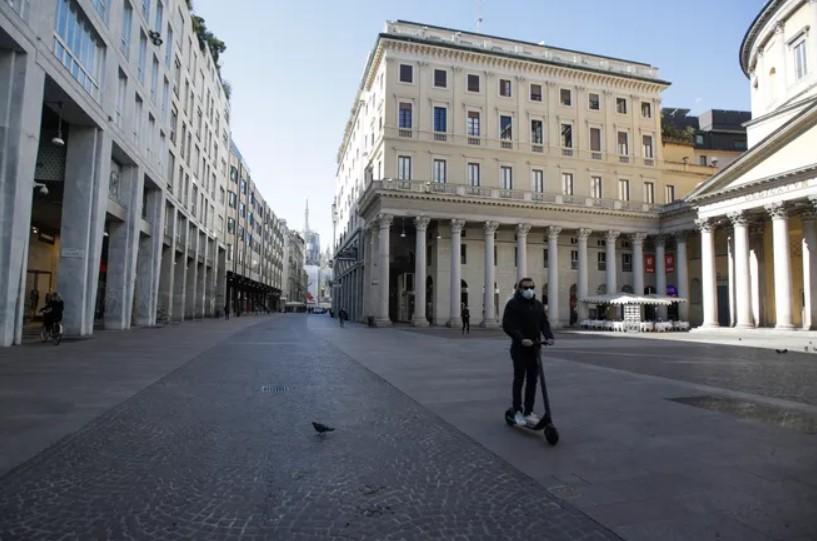 Italian streets fill with song as millions remain on coronavirus lockdown